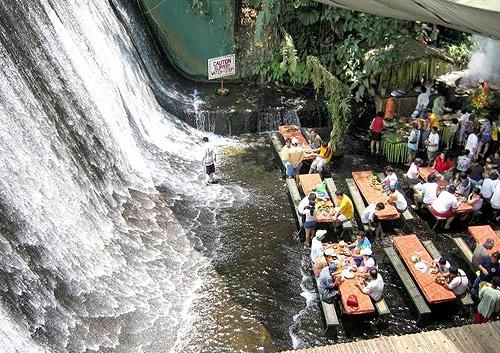 Cascada de Villa Escudero en Filipinas