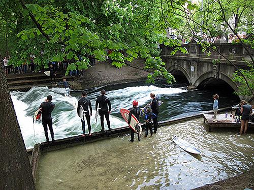 Surf en el rio Eisbach, Munich