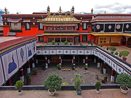 Resultado de imagem para Templo Jokhang tibet